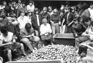 weltrekordversuch-im-kartoffelschälen-180-kg-in-45-min