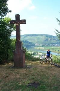 Das Zitronenkrämerkreuz befindet sich Lftlinie nur ca. 750 Meter vom Martinskreuz entfernt