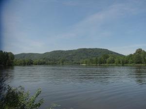 An der Saarmündung - gegenüber die Granahöhe