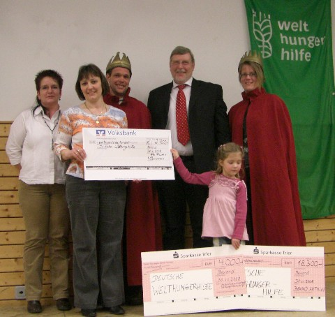Geldübergabe 2008 : 25.000,- Euro aus Bekond für die Welthungerhilfe