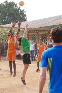 Volleyballspiel gegen Kamwambi